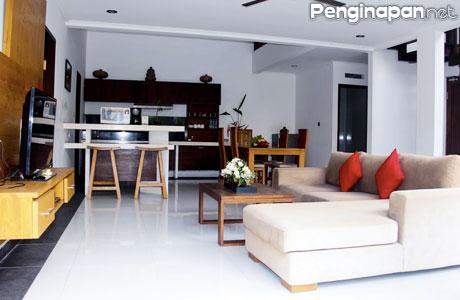 Ruang Bersantai dan Berbagai Fasilitas yang Tersedia - (Sumber: booking.com)