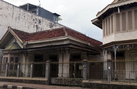 Salah satu bangunan kosong di Jalan Surya Kencana, Bogor (sumber: vinaoctavia.com)
