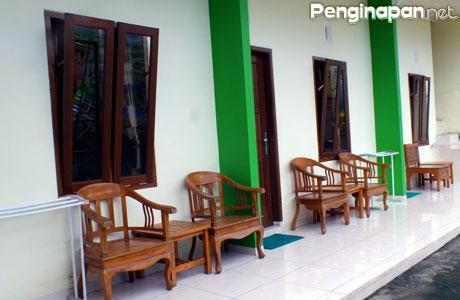Teras kamar di Griya Imafa Guest House