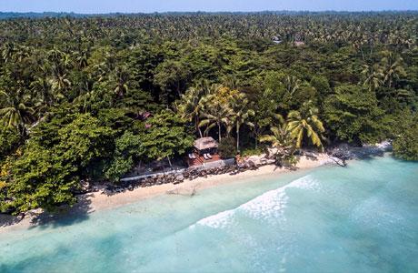 Pantai di Krui, Lampung (sumber: Tripadvisor.com)
