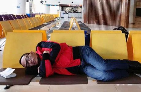 Menginap di Bandara Juanda - kumparan.com