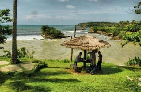 Pantai Amanda Ratu - www.jejakpiknik.com