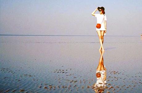 Jernihnya air laut di Pantai Cermin Pariaman (sumber: wisataku.id)