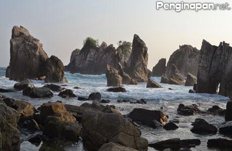 Pantai Gigi Hiu - lampungtraveller.blogspot.co.id