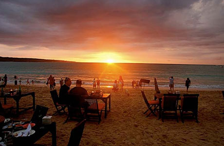 Pantai Jimbaran - www.indonesia-tourism.com