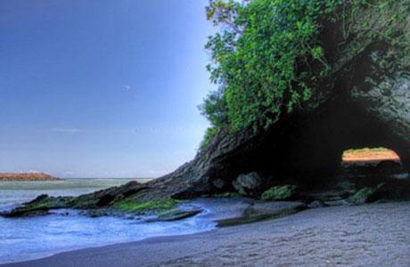 Pantai Karang Bolong - www.triptrus.com