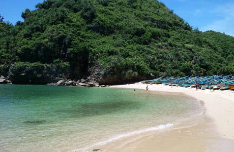 Pantai Ngrenehan - ksmtour.com