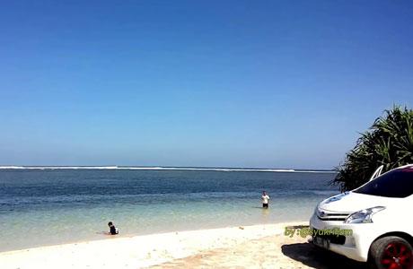 Pantai Ujung Genteng - @syukril jam