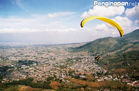 Paralayang Kota Batu - www.malang-guidance.com