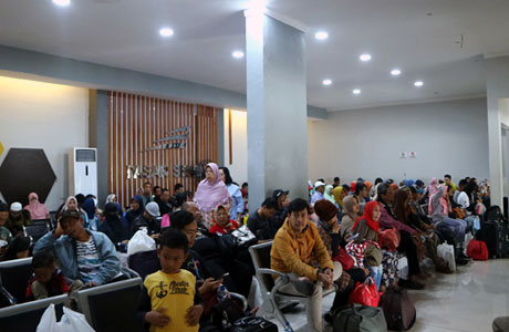 Ruang tunggu penumpang Pasar Senen