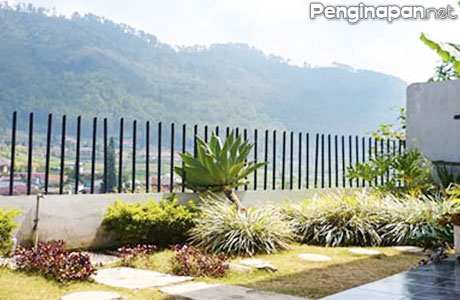 Pemandangan di Sekitar Villa Bukit Cemara