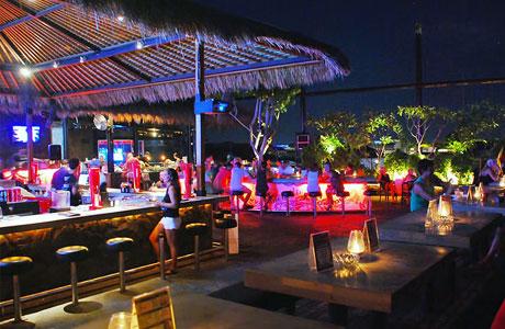 Sky Garden Rooftop Lounge, Legian, Bali (sumber: asiawebdirect.com)