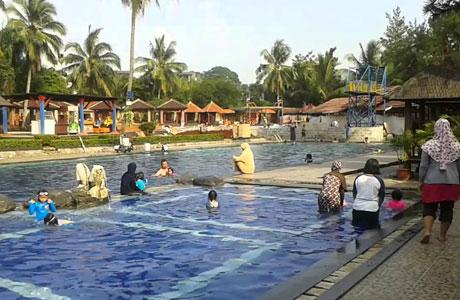 Taman Wisata Situ Gintung - (Youtube: Ponco Azza)