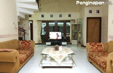 Fasilitas ruang tamu Villa Agro Malang