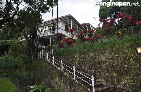 Villa Anggrek Tretes - rereniaachmad.blogspot.co.id