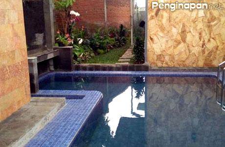 Villa Batu Family Pinus, fasilitas kolam renang