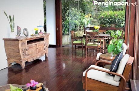 Nuansa etnik Jawa mendominasi interior Villa Kulon