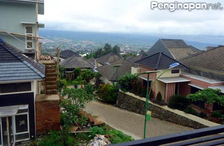 Bentangan view dari Villa Puri Sekar Asih Batu