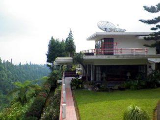 Penginapan di atas bukit Tawangmangu (sumber: booking.com)