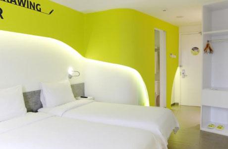 Yello Hotel Jemursari - www.traveloka.com