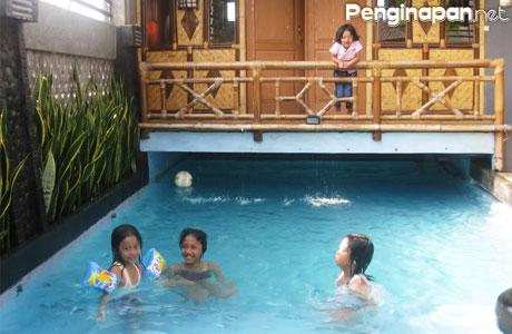Lengkap Dengan Fasilitas Kolam Renang Ini Dia Daftar Guest House Dan Hotel Di Bandung