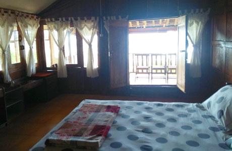 Fasilitas kamar di Penginapan Cemara Udang (twitter: @arysmig)