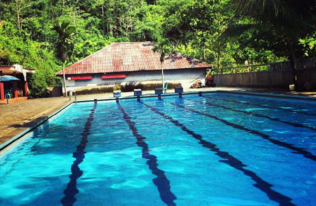 Salah satu kolam renang di Kampung Toga, Sumedang (instagram: @j_wardhana75)
