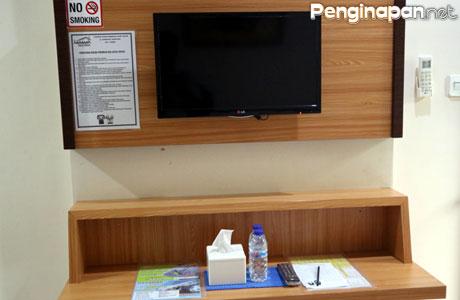 Fasilitas hiburan di kamar-kamar Hasanah Guest House Buring