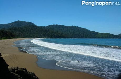 pantai bandealit - travelasumbokmu.blogspot.com