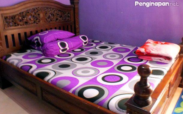 Kamar tidur nyaman Rania Homestay